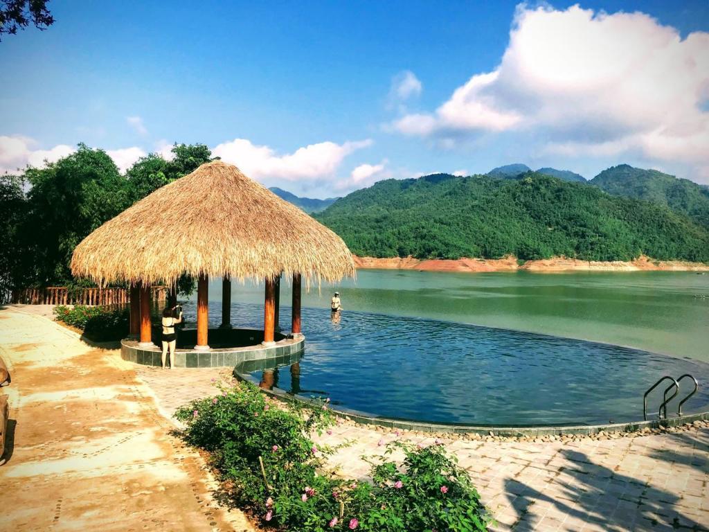 Mai Châu Hideaway Lake Resort | Travels and Culture Asia